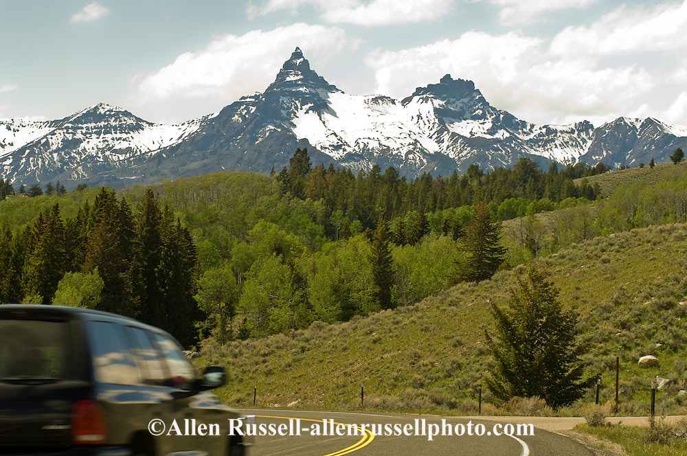Beartooth Scenic Byway, Wyoming, Absaroka Beartooth Range, Shoshone National Forest, Pilot and Index Peaks, travelers on opening day in May, Cooke City to Beartooth Pass and Red Lodge
