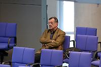 """11 MAR 2004, BERLIN/GERMANY:<br /> Ottmar Schreiner, MdB, SPD, Vorsitzender AFA, allein in der letzten Reihe der SPD Fraktion, waehrend der Bundestagsdebatte """"Die neue Bundeswehr"""", Plenum, Deutscher Bundestag<br /> IMAGE: 20040311-01-104"""