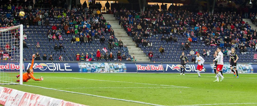 07.03.2015, Red Bull Arena, Salzburg, AUT, 1. FBL, FC Red Bull Salzburg vs SCR Cashpoint Altach, 24. Runde, im Bild Jonatan Soriano (FC Red Bull Salzburg, #26) verschiesst gegen Andreas Lukse, (SCR Altach, #12) den Elfmeter // during Austrian Football Bundesliga 24th round Match between FC Red Bull Salzburg and SCR Cashpoint Altach at the Red Bull Arena, Salzburg, Austria on 2015/03/07. EXPA Pictures © 2015, PhotoCredit: EXPA/ JFK