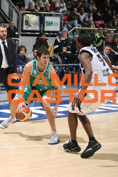 DESCRIZIONE : Bologna Lega A1 2007-08 Upim Fortitudo Bologna Benetton Treviso<br /> GIOCATORE : Giuliano Maresca<br /> SQUADRA : Benetton Treviso<br /> EVENTO : Campionato Lega A1 2007-2008 <br /> GARA : Upim Fortitudo Bologna Benetton Treviso<br /> DATA : 15/12/2007 <br /> CATEGORIA : Palleggio<br /> SPORT : Pallacanestro <br /> AUTORE : Agenzia Ciamillo-Castoria/M.Marchi