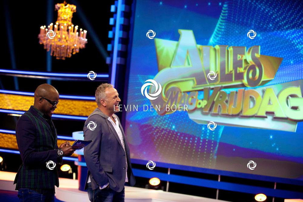AMSTERDAM - Het programma Alles Mag op Vrijdag is een improvisatieshow waarin Gerard Joling en Gordon teamcaptains zijn en Jandino Asporaat is de scheidsrechter. FOTO LEVIN DEN BOER - PERSFOTO.NU