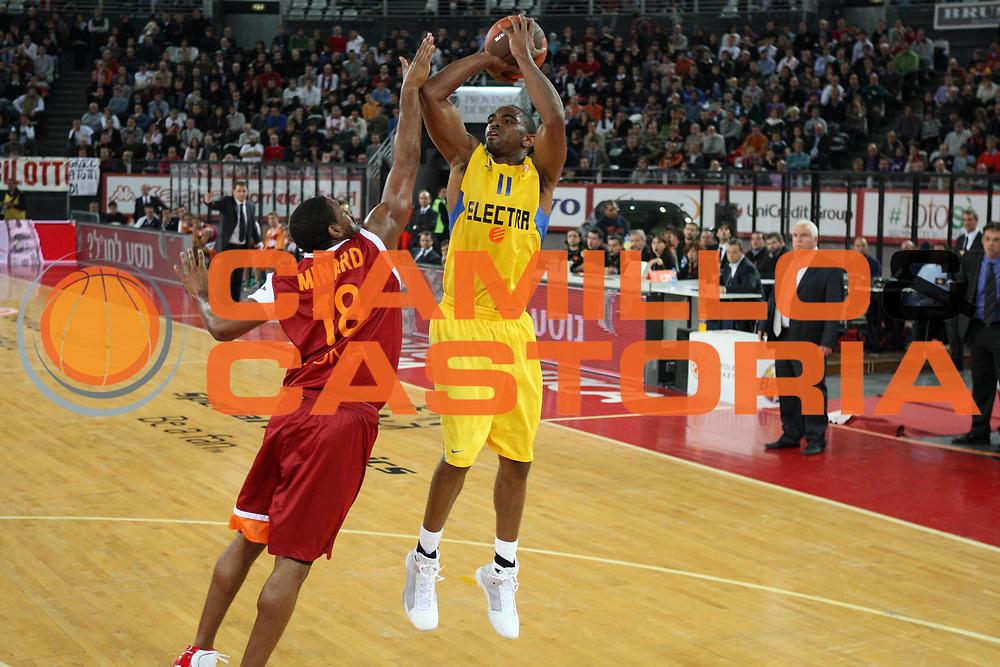 DESCRIZIONE : Roma Eurolega 2009-10 Lottomatica Virtus Roma Maccabi Electra Tel Aviv<br /> GIOCATORE :  Alan Anderson<br /> SQUADRA : Maccabi Electra Tel Aviv<br /> EVENTO : Eurolega 2009-2010<br /> GARA : Lottomatica Virtus Roma Maccabi Electra Tel Aviv<br /> DATA : 12/11/2009 <br /> CATEGORIA : tiro<br /> SPORT : Pallacanestro <br /> AUTORE : Agenzia Ciamillo-Castoria/E.Castoria<br /> Galleria : Eurolega 2009-2010 <br /> Fotonotizia : Roma Eurolega 2009-10 Lottomatica Virtus Roma Maccabi Electra Tel Aviv<br /> Predefinita :