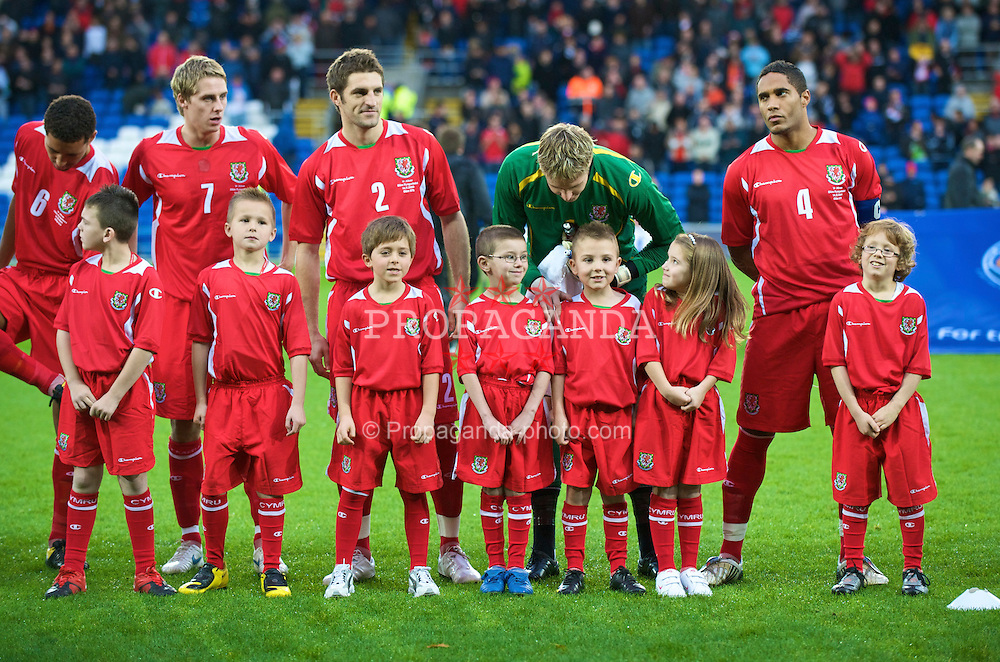 CARDIFF, WALES - Saturday, November 14, 2009: Wales' goalkeeper Wayne Hennessey chats with mascots before the international friendly match against Scotland at the Cardiff City Stadium. (Pic by David Rawcliffe/Propaganda)