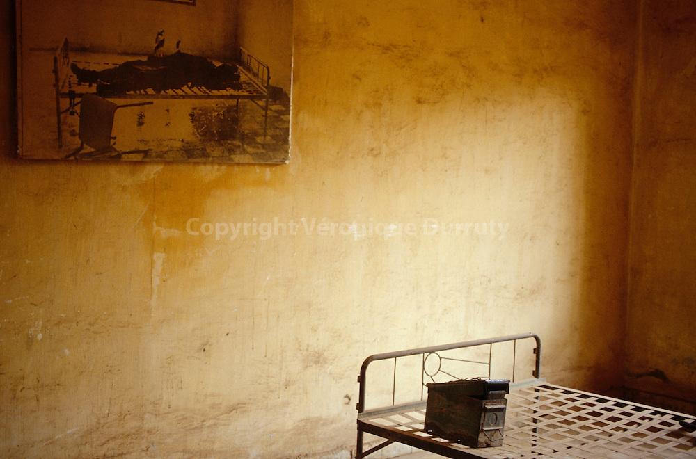 The Museum (a former prison known under the name of S-21) of the Cambodian genocide by the Khmer Rouges (led by Pol Pot) between 1975 and 1979...Musée (ancienne prison connue sous le nom de S-21) du génocide du peuple cambodgien par les Khmers Rouges (dirigé par Pol Pot) entre 1975 et 1979.