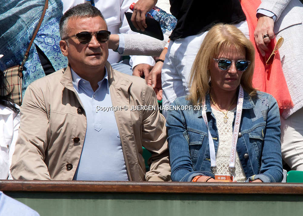 Novak Djokovic Eltern in der Spieler Loge,Vater Srdjan,Mutter Dijana ,Herren Finale<br /> <br /> Tennis - French Open 2015 - Grand Slam ITF / ATP / WTA -  Roland Garros - Paris -  - France  - 7 June 2015.