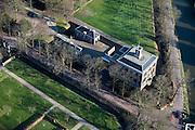 Nederland, Utrecht, Breukelen, 20-03-2009; Huis Gunterstein, kasteel aan de oevers van rivier de Vecht, gerestaureerd rond 1987 en bewoond door Jhr. Mr. W.H.D. Quarles van Ufford. House Gunterstein, castle on the banks of the river Vecht, restored around 1987 and inhabited by Jonkheer. Mr. W.H.D. Quarles of Ufford.Swart collectie, luchtfoto (toeslag); Swart Collection, aerial photo (additional fee required).foto Siebe Swart / photo Siebe Swart