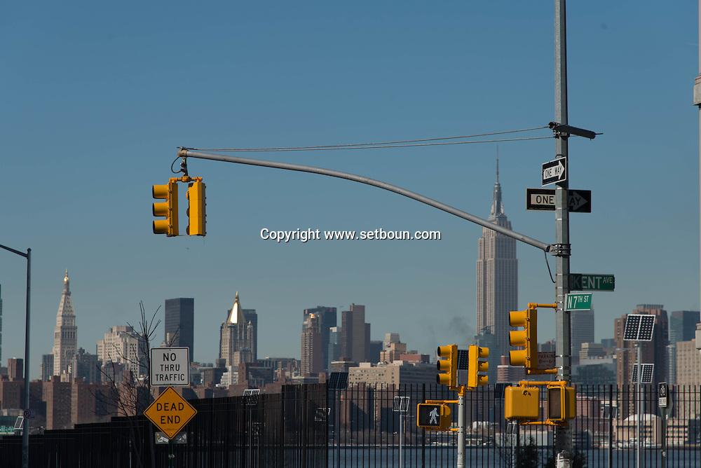 New York. Manhattan cityscape  view from  williamsburg.   New York, Brooklyn - United states   / le panorama de Manhattan vu depuis le quartier de Williamsburg , Brooklyn  New York - Etats unis