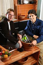 Marcelo Adames (E) e Alex Iuri Rech, sócios da ORIGIN, no show room seus produtos. FOTO: Jefferson Bernardes/ Agência Preview