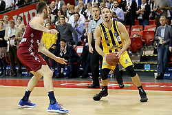 09.12.2017, Audi Dome, Muenchen, GER, EasyCredit BBL, FC Bayern Muenchen Basketball vs MHP Riesen Ludwigsburg, 12. Runde, im Bild Milan Macvan (Muenchen) versucht Adam Waleskowski (Ludwigsburg) am Wurf zu hindern. // during the easyCredit Basketball Bundesliga 12th round match between MHP Riesen Ludwigsburg and 12.Spieltag at the Audi Dome in Muenchen, Germany on 2017/12/09. EXPA Pictures &copy; 2017, PhotoCredit: EXPA/ Eibner-Pressefoto/ Marcel Engelbrecht<br /> <br /> *****ATTENTION - OUT of GER*****
