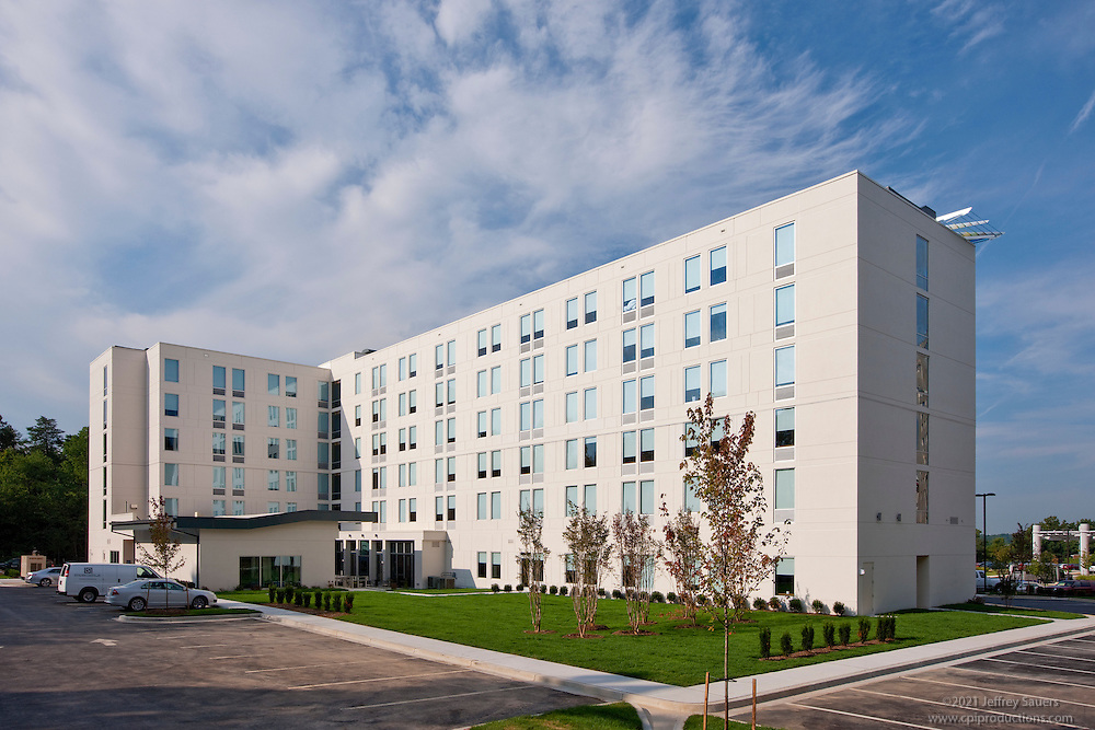 Exterior Image of the Aloft Bwi Airport Hotel built by Mullan Contracting Company