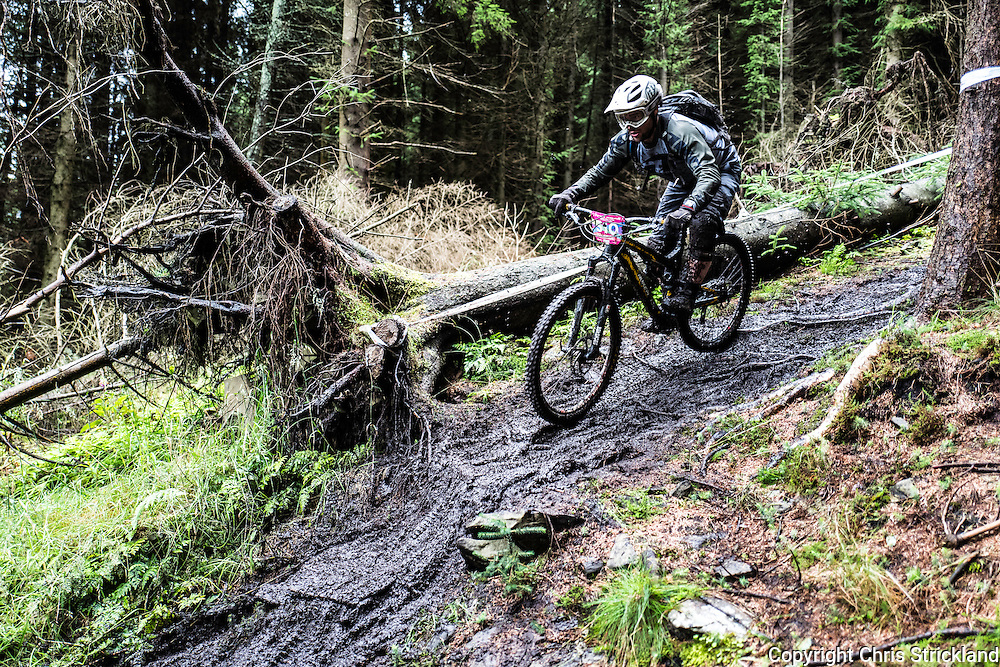 Innerleithen, Peebles, Scottish Borders, UK. 21st August 2016. Mountain bikers compete in the King & Queen of the Hill enduro in the Tweed Valley.