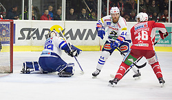 28.12.2018, Stadthalle, Klagenfurt, AUT, EBEL, EC KAC vs EC VSV, 32. Runde, im Bild Dan Bakala (EC Panaceo VSV, #39), Jamie Fraser (EC Panaceo VSV, #44), Johannes BISCHOFBERGER (EC KAC, #46) // during the Erste Bank Eishockey League 32th round match between EC KAC and EC VSV at the Stadthalle in Klagenfurt, Austria on 2018/12/28. EXPA Pictures © 2018, PhotoCredit: EXPA/ Gert Steinthaler