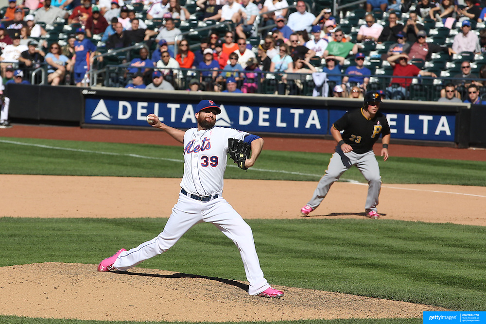 Bobby Parnell pitching for the New York Mets during the New York Mets V Pittsburgh Pirates Baseball game at Citi Field, Queens, New York. USA. 12th May 2013. Photo Tim Clayton