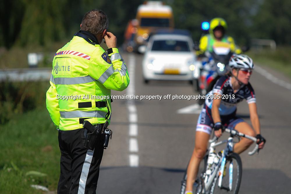 Boels Rental Ladies Tour Leerdam zonder politie geen koers