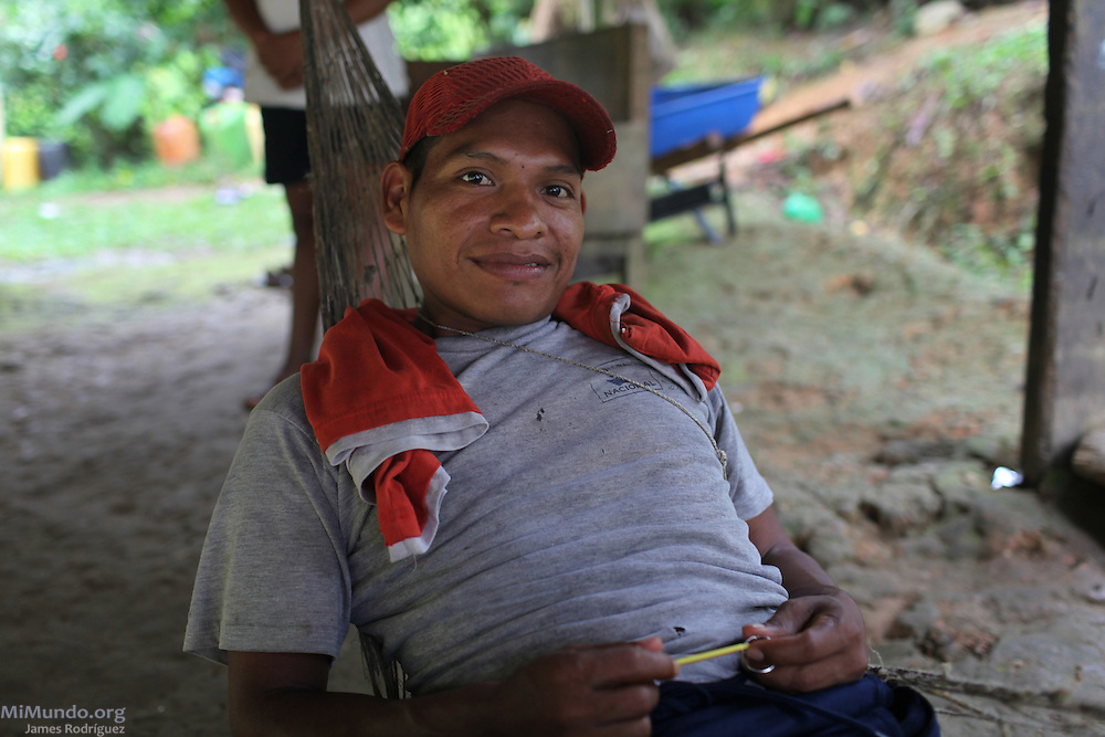 Alfredo Guerra, a Ngäbe man and member of COCABO, relaxes on a hammock. COCABO: Junquito, Almirante, Changuinola, Bocas del Toro, Panamá. September 1, 2012.