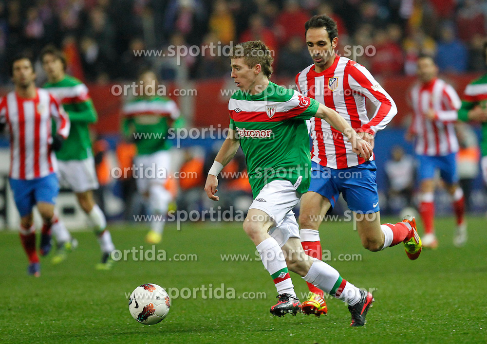 21.03.2012, Vicente Calderon Stadion, Madrid, ESP, Primera Division, Atletico Madrid vs Athletic Bilbao, 29. Spieltag, im Bild Muniain, Juanfran // during the football match of spanish 'primera divison' league, 29th round, between Atletico Madrid and Athletic Bilbao at Vicente Calderon stadium, Madrid, Spain on 2012/03/21. EXPA Pictures © 2012, PhotoCredit: EXPA/ Alterphotos/ Alex Cid-Fuentes..***** ATTENTION - OUT OF ESP and SUI *****