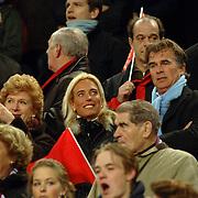 NLD/Amsterdam/20060222 - Voetbal, Champions League, Ajax - FC Internazionale, Gisela Otto met partner Fred Reuter op de tribune en moeder
