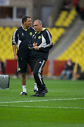 MOSCOW, RUSSIA - Tuesday, May 20, 2008: Chelsea's manager Avram Grant and xxxx during training ahead of the UEFA Champions League Final against Manchester United at the Luzhniki Stadium. (Photo by David Rawcliffe/Propaganda)