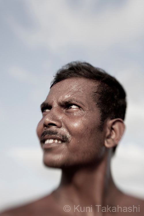 Worker at salt pan in Saphale, Maharashtra, India on May 12, 2013. (Photo by Kuni Takahashi)