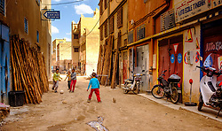Children playing football in a street in Tinghir, Morocco<br /> <br /> (c) Andrew Wilson | Edinburgh Elite media