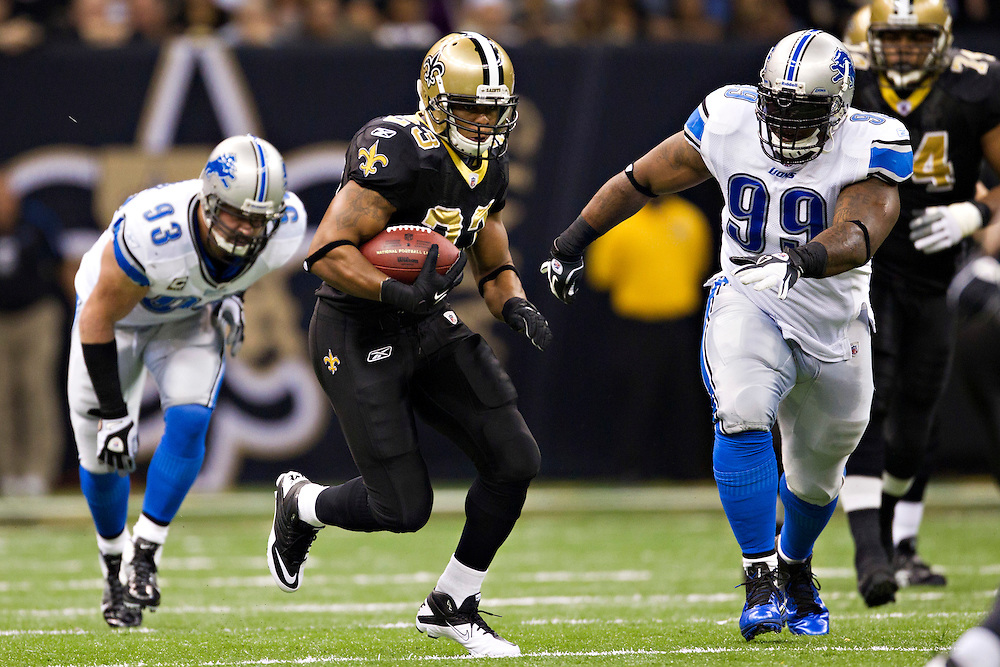 NEW ORLEANS, LA - DECEMBER 4:   Pierre Thomas #23 of the New Orleans Saints runs the ball against the Detroit Lions at Mercedes-Benz Superdome on December 4, 2011 in New Orleans, Louisiana.  The Saints defeated the Lions 31-17.  (Photo by Wesley Hitt/Getty Images) *** Local Caption *** Pierre Thomas