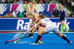 England's Susannah Townsend is tackled by Kelly jonker of The Netherlands. England v The Netherlands - Final Unibet EuroHockey Championships, Lee Valley Hockey & Tennis Centre, London, UK on 30 August 2015. Photo: Simon Parker