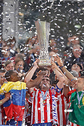 12.05.2010, Hamburg Arena, Hamburg, GER, UEFA Europa League Finale, Atletico Madrid vs Fulham FC im Bild.Atletico de Madrid's Luis Perea, Antonio Lopez and Simao Sabrossa celebrate with trophy. EXPA Pictures © 2010, PhotoCredit: EXPA/ nph/  Alvaro Hernandez / SPORTIDA PHOTO AGENCY