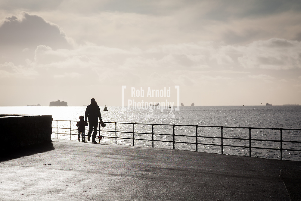 28/12/2013, Portsmouth, Hampshire, UK. People out enjoying the morning sunshine after the recent stormy weather. Photo by Rob Arnold