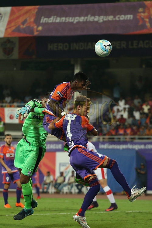Rohit Kumar of FC Pune City  and Gurpreet Singh Sandhu of Bengaluru FC during the first semi final 1st leg of the Hero Indian Super League between FC Pune City and Bengaluru FC held at the Shree Shiv Chhatrapati Sports Complex Stadium, Pune, India on the 7th March 2018<br /> <br /> Photo by: Ron Gaunt / ISL / SPORTZPICS