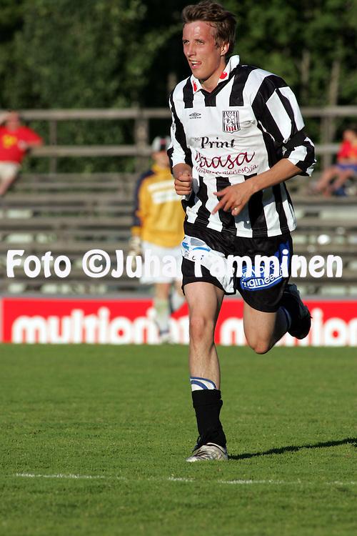 06.07.2005, Hietalahti, Vaasa, Finland.<br />Ykk&scaron;nen, Vaasan Palloseura v AC Oulu<br />Rami Louke - VPS<br />&copy;Juha Tamminen<br /><br /><br />..ARK:k