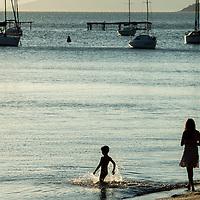 Turistas na praia de Santo Antonio de Lisboa, Florianópolis, Santa Catarina, foto de Ze Paiva - Vista Imagens