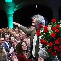 Nederland, Amsterdam , 8 februari 2014.<br /> D66 congres in Beurs van Berlage.<br /> Roger van Boxtel viert tevens zijn verjaardag en wordt gefeliciteerd door het aanwezige publiek<br /> In het midden vooraan Sophie in 't Veld.<br /> Foto:Jean-Pierre Jans