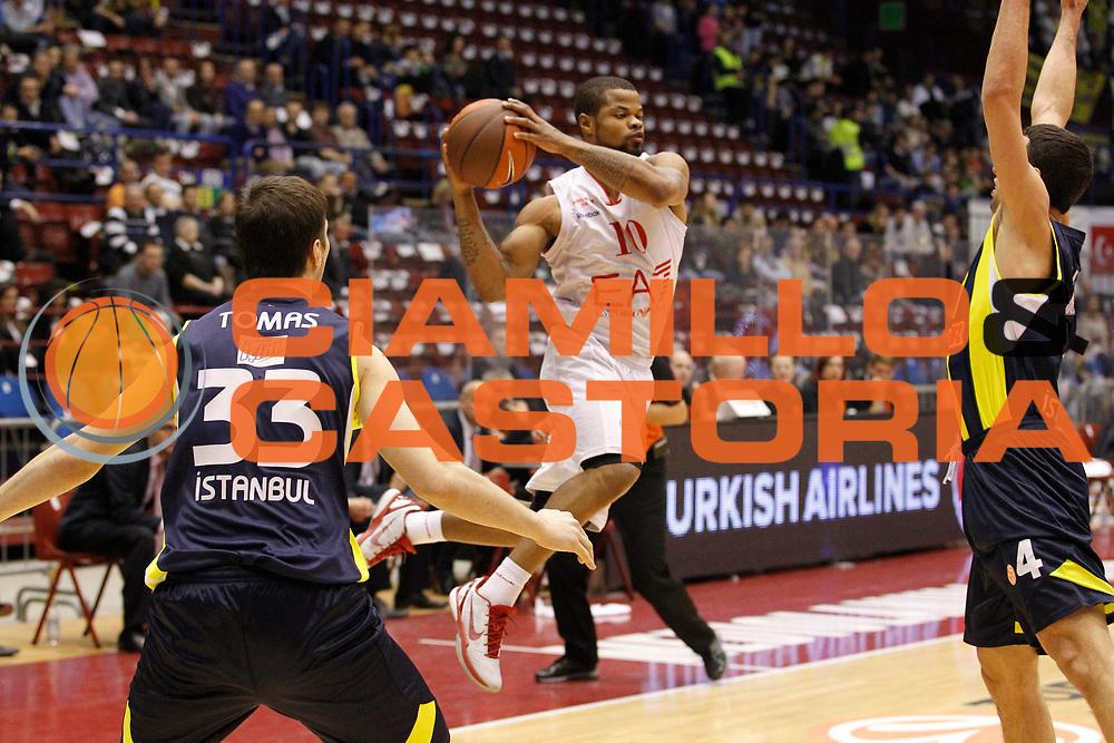 DESCRIZIONE : Milano Eurolega 2011-12 EA7 Emporio Armani Milano Fenerbahce Ulker<br /> GIOCATORE : Omar Cook<br /> CATEGORIA : Passaggio Equilibrio<br /> SQUADRA : EA7 Emporio Armani Milano<br /> EVENTO : Eurolega 2011-2012<br /> GARA : EA7 Emporio Armani Milano Fenerbahce Ulker<br /> DATA : 29/02/2012<br /> SPORT : Pallacanestro <br /> AUTORE : Agenzia Ciamillo-Castoria/G.Cottini<br /> Galleria : Eurolega 2011-2012<br /> Fotonotizia : Milano Eurolega 2011-12 EA7 Emporio Armani Milano Fenerbahce Ulker<br /> Predefinita :