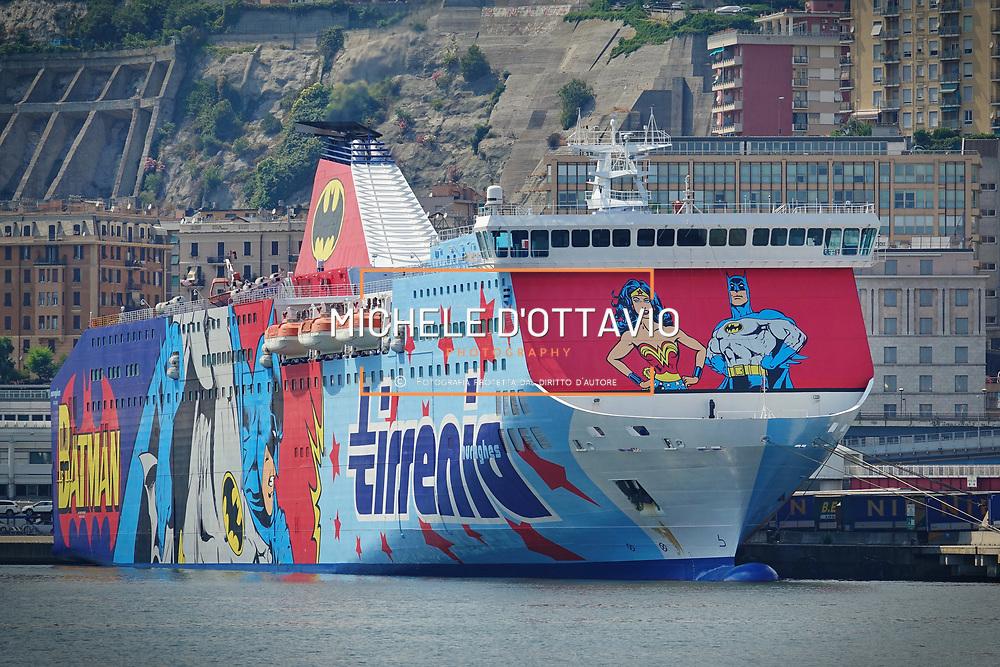 """Supereroi a bordo dei traghetti Tirrenia, nel porto di Genova  una delle navi della compagnia con il """"nuovo abito"""" con Wonder Woman e Batman, 22/06/17"""