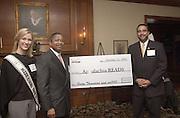 16680Appalachian READS Verizon Donation w/ Ms. Ohio/Pres McDavis
