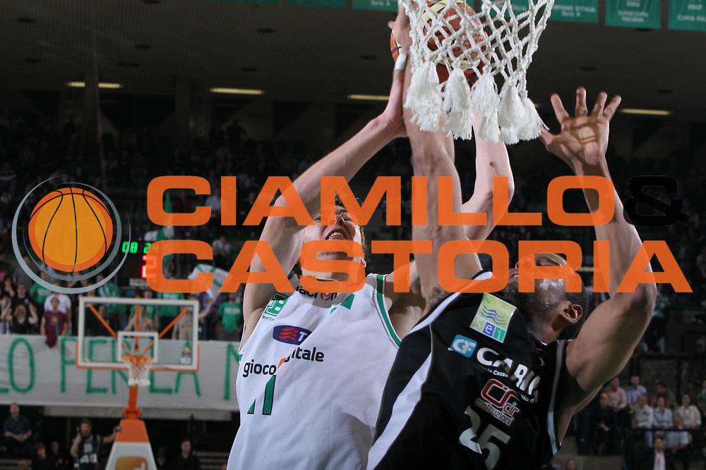 DESCRIZIONE : Treviso Lega A 2009-10 Basket Benetton Treviso Carife Ferrara<br /> GIOCATORE : Donatas Motiejunas<br /> SQUADRA : Benetton Treviso<br /> EVENTO : Campionato Lega A 2009-2010<br /> GARA : Benetton Treviso Carife Ferrara<br /> DATA : 02/05/2010<br /> CATEGORIA : Tiro<br /> SPORT : Pallacanestro<br /> AUTORE : Agenzia Ciamillo-Castoria/G.Contessa<br /> Galleria : Lega Basket A 2009-2010 <br /> Fotonotizia : Treviso Campionato Italiano Lega A 2009-2010 Benetton Treviso Carife Ferrara<br /> Predefinita :