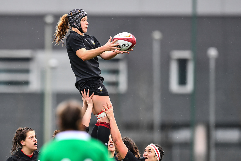 Wales women's Bethan Lewis claims the lineout<br /> <br /> Photographer Craig Thomas/Replay Images<br /> <br /> International Friendly - Wales women v Ireland women - Sunday 21th January 2018 - CCB Centre for Sporting Excellence - Ystrad Mynach<br /> <br /> World Copyright © Replay Images . All rights reserved. info@replayimages.co.uk - http://replayimages.co.uk