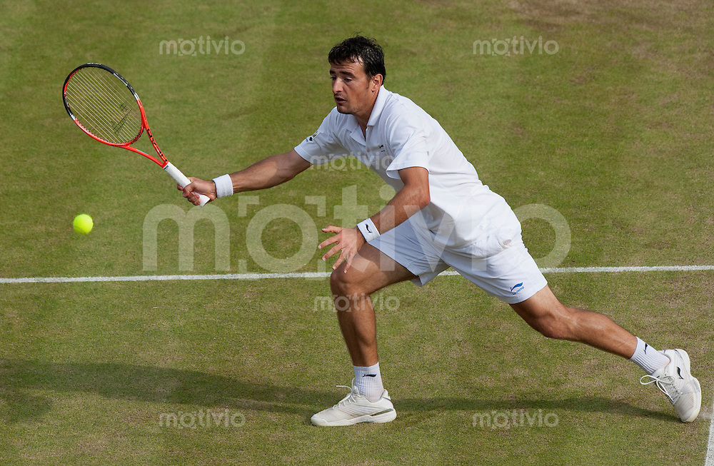 Ivan Dodig (CRO) plays against Sam Querrey (USA) on Court 1. The Wimbledon Championships 2010 The All England Lawn Tennis & Croquet Club  Day 4 Thursday 24/06/2010