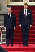 Fran&ccedil;ois Hollande brengt een officieel bezoek aan Nederland. Hollande is in Nederland om de handelsbetrekkingen aan te halen.<br /> <br /> Fran&ccedil;ois Hollande brings an official visit to the Netherlands. Hollande is in the Netherlands for &quot;better&quot;Trading relations<br /> <br /> Op de foto/ On the photo:  De Franse president Fran&ccedil;ois Hollande komt aan op Paleis Noordeinde en wordt ontvangen door Koning Willem-Alexander <br /> <br /> French President Francois Hollande arrives at Noordeinde Palace and is received by King Willem-Alexander