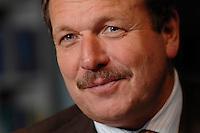 16 NOV 2006, BERLIN/GERMANY:<br /> Frank Bsirske, Vorsitzender der Gewerkschaft ver.di, Vereinte Dienstleistungsgewerkschaft, waehrend einem Interview, in seinem Buero, Ver.di Bundesverwaltung<br /> IMAGE: 20061116-01-006