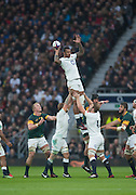Twickenham, United Kingdom.  Courtney LAWES, lifted by, left Chris ROBSHAW and Right Joe LAUNCHBURY, distributes the line out ball during the   Old Mutual Wealth Series match: England vs South Africa, at the RFU Stadium, Twickenham, England, Saturday, 12.11.2016<br /> <br /> [Mandatory Credit; Peter Spurrier/Intersport-images]