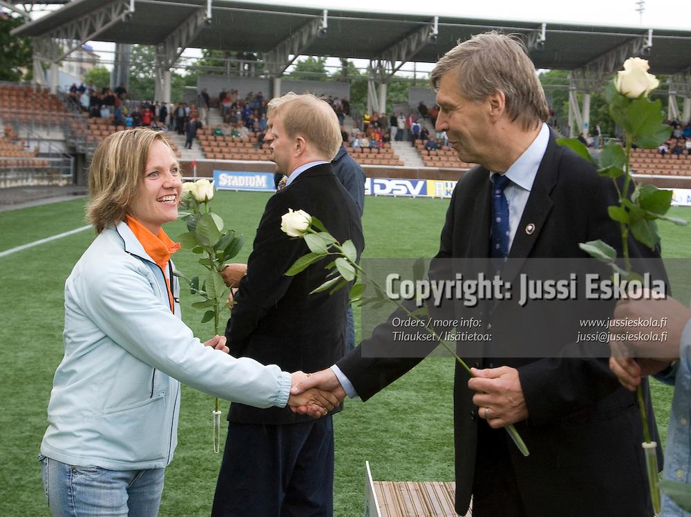 Terhi Uusi-Luomalahti, Hall of Fame. HJK - Haka. Veikkausliiga, Helsinki 17.6.2007. HJK:n satavuotisjuhlaottelu. Photo: Jussi Eskola