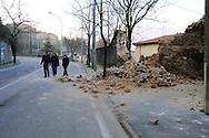 L'Aquila 6 Aprile 2009.Terremoto all'Aquila.Crollo di un muro  in via XX Settembre.Earthquake to the city of L'Aquila.Collapse of a wall in the street XX Settembre.
