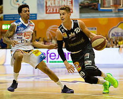17.05.2015, Walfersamhalle, Kapfenberg, AUT, ABL, ece Bulls Kapfenberg vs magnofit Guessing Knights, 3. Semifinale, im Bild La'Shard Anderson (Kapfenberg) Thomas Klepeisz (Guessing) // during the Austrian Basketball League, 3th semifinal, between ece Bulls Kapfenberg and magnofit Guessing Knights at the Sportscenter Walfersam, Kapfenberg, Austria o00000n 2015/05/17, EXPA Pictures © 2015, PhotoCredit: EXPA/ Dominik Angerer