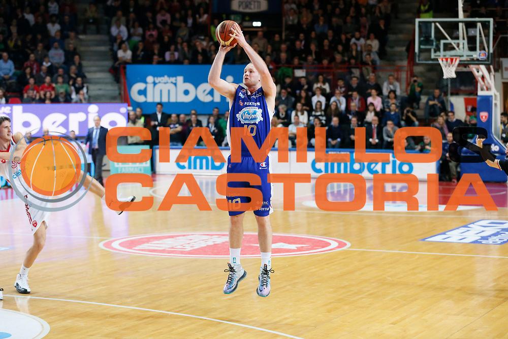 DESCRIZIONE : Varese Lega A 2013-14 Cimberio Varese Acqua Vitasnella Cantu<br /> GIOCATORE : Maarten Leunen<br /> CATEGORIA : Tiro Three Points<br /> SQUADRA : Acqua Vitasnella Cantu<br /> EVENTO : Campionato Lega A 2013-2014<br /> GARA : Cimberio Varese Acqua Vitasnella Cantu<br /> DATA : 15/12/2013<br /> SPORT : Pallacanestro <br /> AUTORE : Agenzia Ciamillo-Castoria/G.Cottini<br /> Galleria : Lega Basket A 2013-2014  <br /> Fotonotizia : Varese Lega A 2013-14 Cimberio Varese Acqua Vitasnella Cantu<br /> Predefinita :