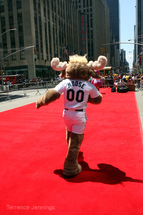 Atmosphere at the Major League Baseball All-Stars and 49 Hall of Famers ride up Sixth Avenue in All Star-Game Red Carpet Parade Presented by Chevy on July 15, 2008
