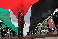 22.10.2015, Rafah, PSE, Nahostkonflikt zwischen Israel und Palästina, im Bild Demonstation von Palästinensern // Palestinian students take part in a protest to show solidarity with Al-Aqsa Mosque compound and Palestinians in west Bank in Rafah in the southern Gaza srtip on Oct. 22, 2015. violence and protests against Israel's occupation have increased in frequency across the West Bank, including East Jerusalem, and the Gaza Strip, Palestine on 2015/10/22. EXPA Pictures © 2015, PhotoCredit: EXPA/ APAimages/ Abed Rahim Khatib<br /> <br /> *****ATTENTION - for AUT, GER, SUI, ITA, POL, CRO, SRB only*****