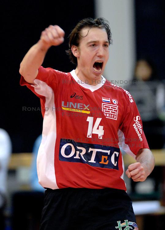 23-01-2007 VOLLEYBAL: SISLEY TREVISO - ORTEC NESSELANDE: VILLORBA ITALIE<br /> Nsselande verliest ook uit van Treviso met 3-1 en staat nog steeds met nul overwinningen onderaan in groep B / Richard Rademaker<br /> &copy;2007-WWW.FOTOHOOGENDOORN.NL