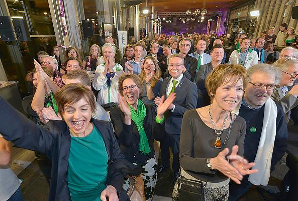 Nederland, Arnhem, 18-3-2015Uitslag provinciale staten verkiezingen in het provinciehuis.D66 aanhang kan juichen.Foto: Flip Franssen