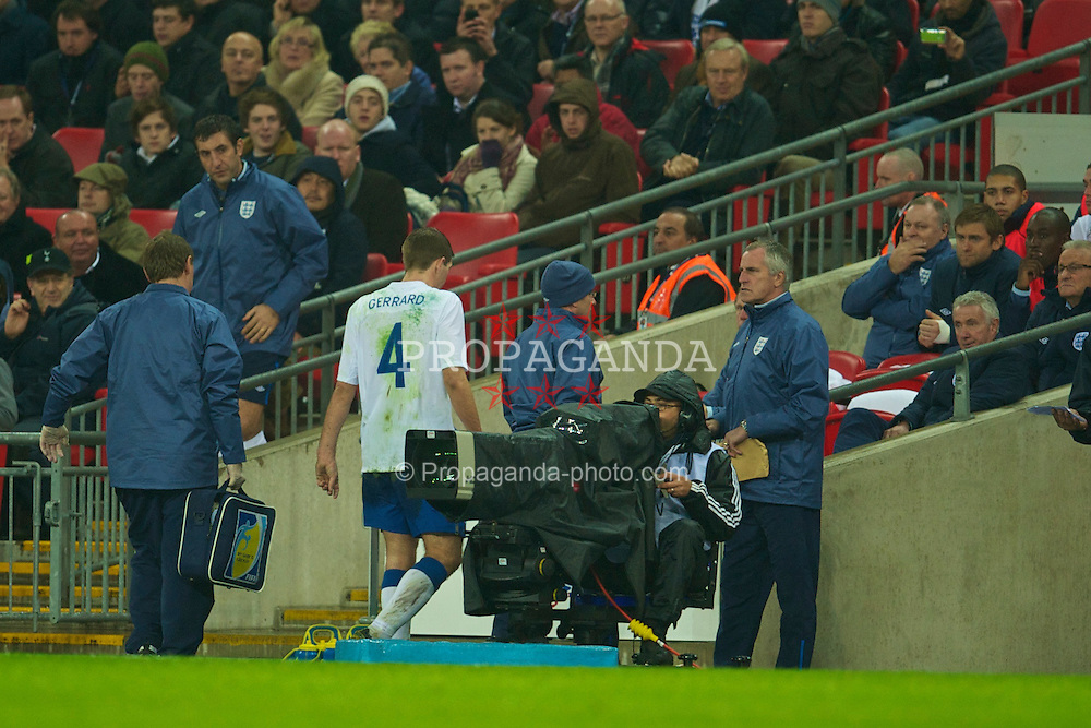 LONDON, ENGLAND - Wednesday, November 17, 2010: England's Steven Gerrard walks off injured during the International Friendly match against France at Wembley Stadium. (Pic by: David Rawcliffe/Propaganda)